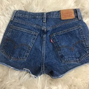 High waisted Levi jean shorts 501